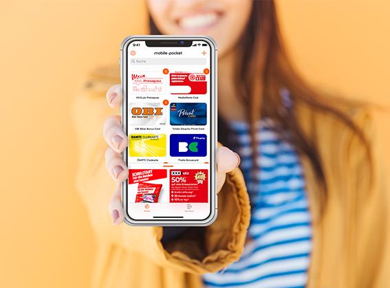 Mobile Pocket Digitale Lösungen Frau mit Smartphone - 2020-10