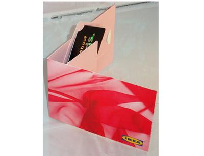 Verpackungen für Plastikkarten: Klappkarte mit Flip'it Effekt; Karte dreht sich einem beim Öffnen entgegen