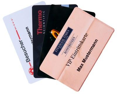 Bedruckte Ausweiskarten im Einsatz als Eintrittskarten, ID-Ausweise, Besucherausweise oder Mitarbeiterausweise